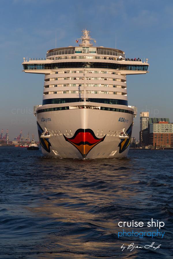 AIDAprima erreicht Hamburg 8