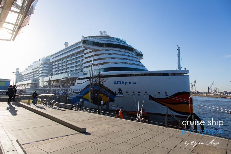AIDAprima erreicht Hamburg 15