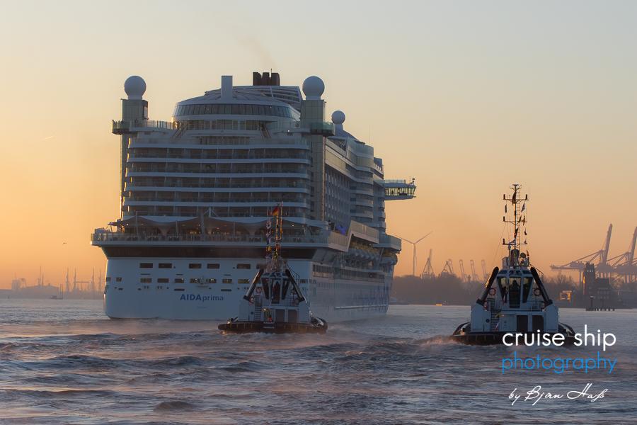 AIDAprima erreicht Hamburg 2