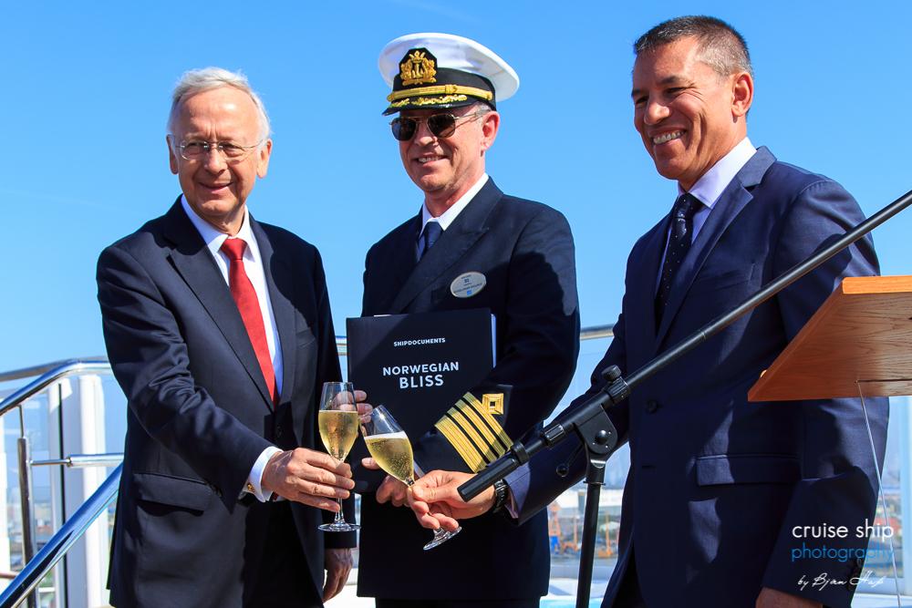 Meyer Werft übergibt die Norwegian Bliss an NCL 10