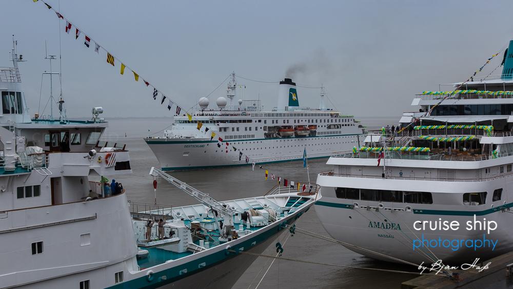 Die Phoenix Kreuzfahrtschiffe Albatros Amadea und Deutschland in bremerhaven