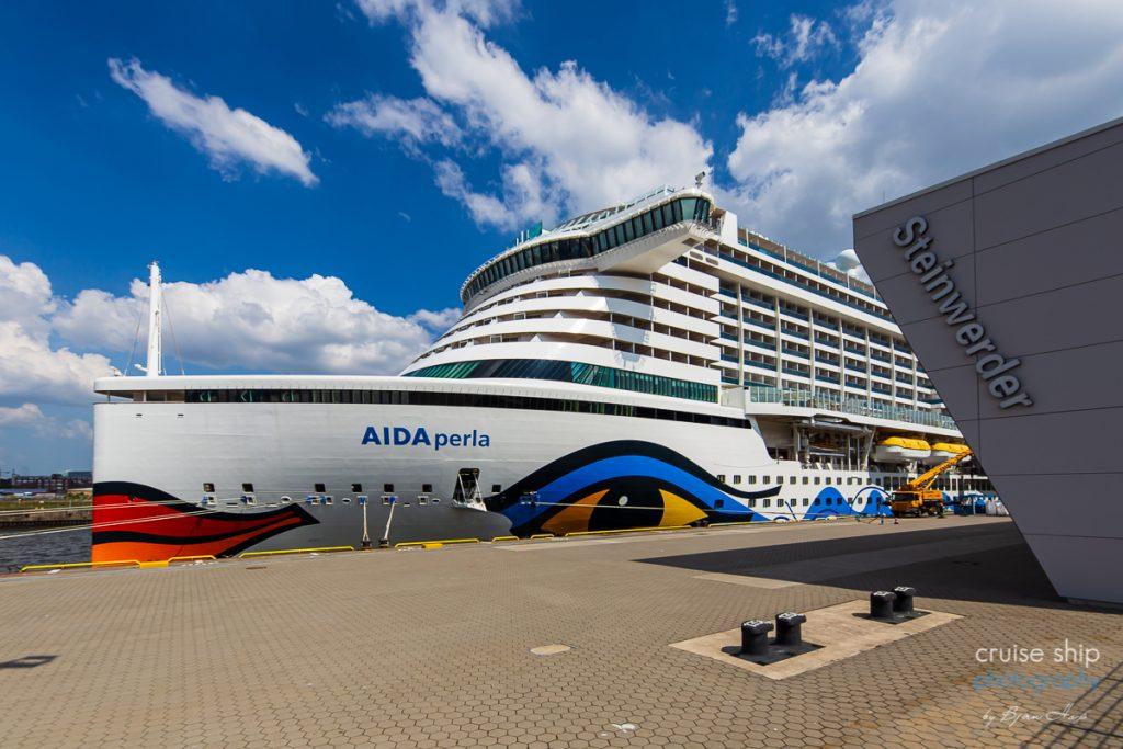 Die AIDAperla am Kreuzfahrtterminal In Hamburg Steinwerder mit Resiebericht über Norwegen und norwegische Fjorde