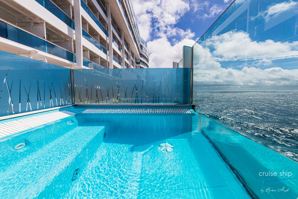 AIDAperla mit Infinity Pool