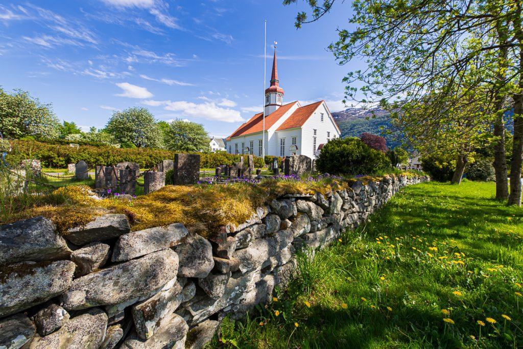 AIDAperla Nordfjordeid Eid Kirche