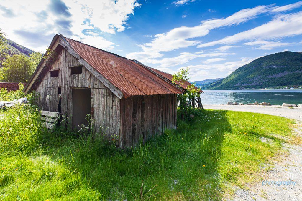 Die AIDAperla Nordfjordeid Hütte am Fjord