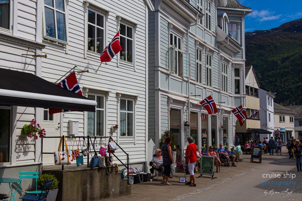 AIDAperla Nordfjordeid Fußgängerzone