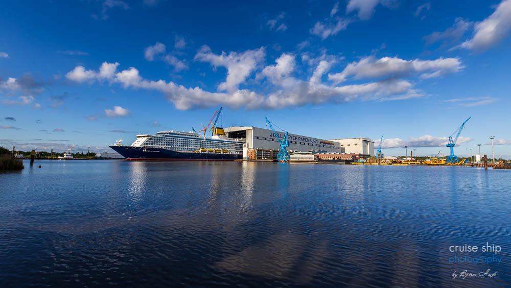 Panorama vom Ausdocken der Spirit of Discovery mit Baudock der Meyer Werft