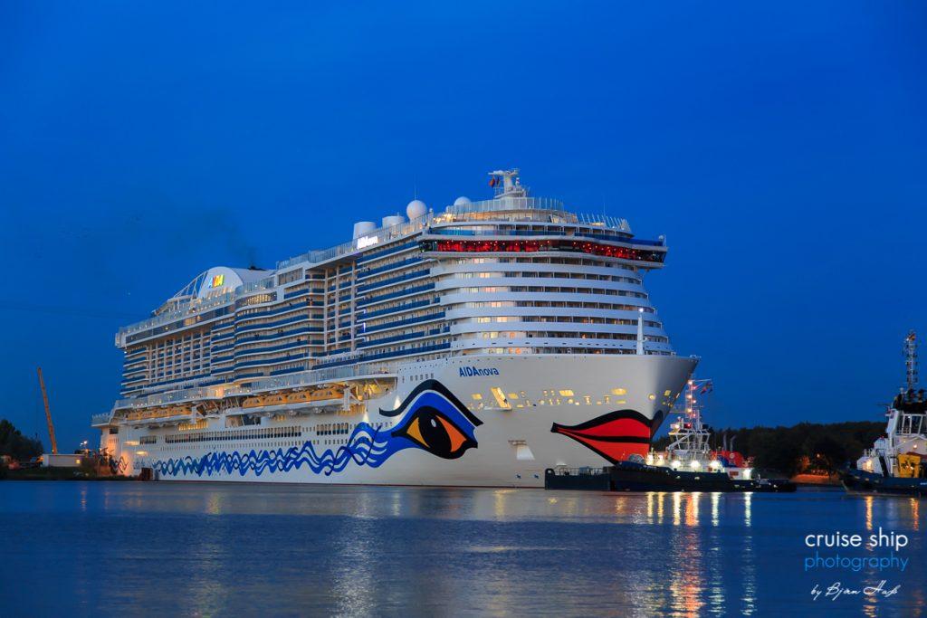 Das mit Flüssiggas LNG betriebene Kreuzfahrtschiff AIDAnova erhält das Umweltsiegel Blauer Engel