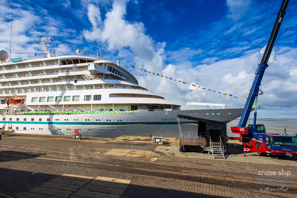 Die Amera von Phoenix Reisenan der Columbuskaje in Bremerhaven