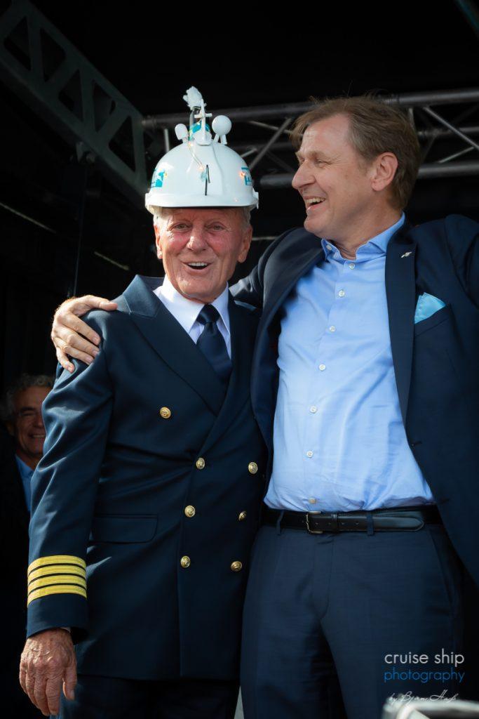 Taufe vom Kreuzfahrtschiff Amera mit Kapitän Jens Thorn