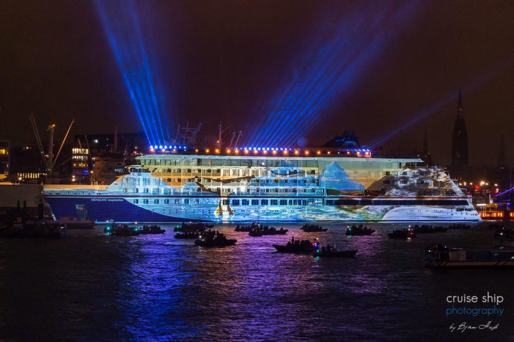 Die Hanseatic Inspiration bei der Schiffstaufe in Hamburg mit beeindruckender 3D Lichtshow