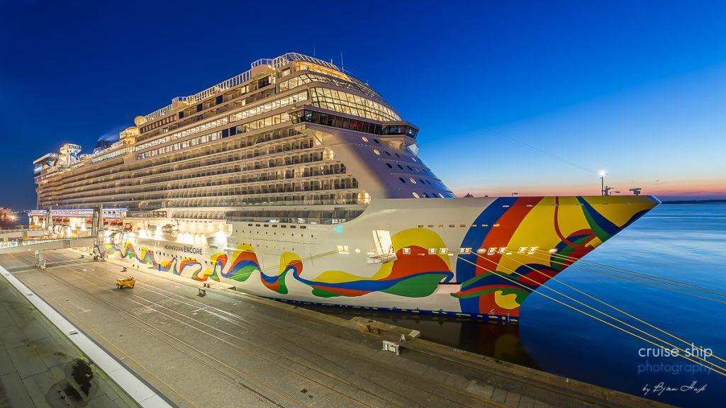 Die Norwegian Encore in Bremerhaven übergeben sie vervollständigt als Schiff der Breakaway Plus Klasse die Flotte von Norwegian Cruise Line