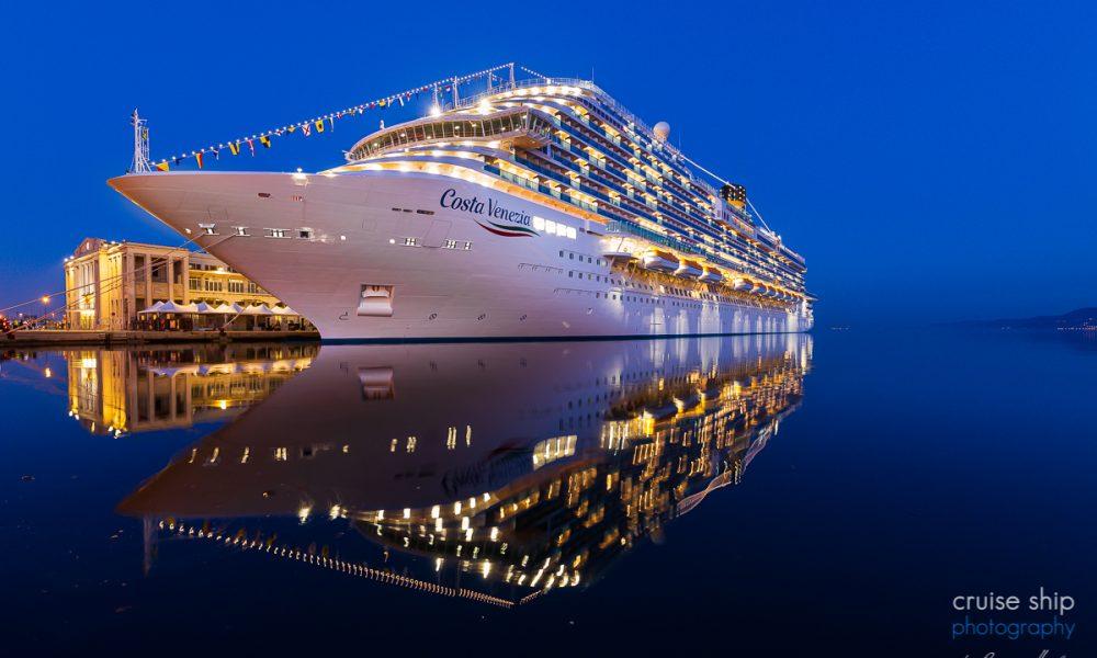 Die Costa Venzia im Hafen von Triest gehört zu den schönsten Bildern des Jahres