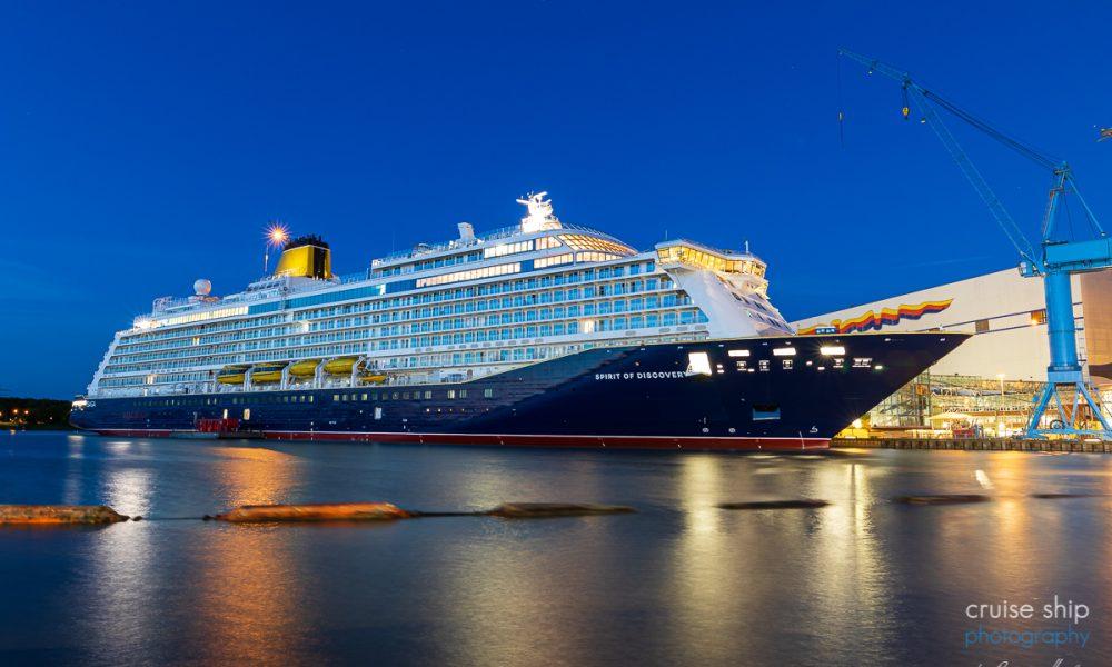 Die Spirit of Discovery im Hafen der Meyer Werft in Papenburg