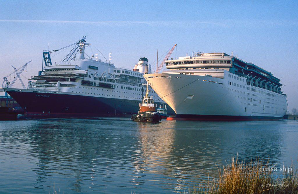 Die Horizon und die Westerdam gemeinsam im Hafen der Meyer Werft