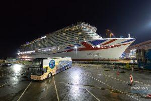 IONA ausgedockt – LNG-Kreuzfahrtschiff für P&O Cruises verlässt Baudock II der Meyer Werft