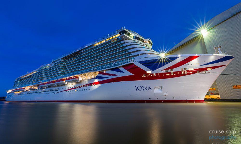 Kreuzfahrtschiff IONA von P&O Cruises am Ausrüstungskai der Meyer Werft wenige Wochen vor der Emsüberführung