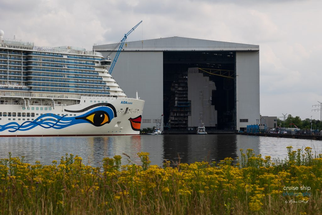 AIDAcosma verlässt Baudock der Meyer Werft 1
