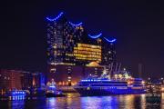 World-Explorer-Cruise-Days-Hamburg-Auslaufparade